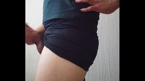 Travesti primeriza enseñando culito y masturbandose trapito